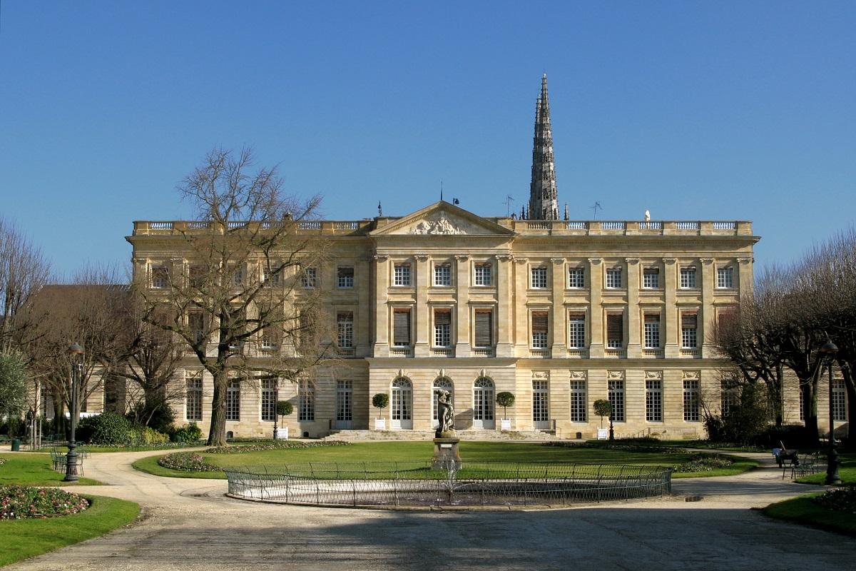Palais rohan mairie de bordeaux for Hotel piscine bordeaux